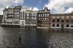 阿姆斯特丹运河看法有老房子的 免版税库存图片