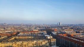 阿姆斯特丹,北荷兰省/荷兰- 2017年1月21日:在市的看法在日出期间的阿姆斯特丹 免版税图库摄影
