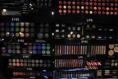 阿姆斯特丹,荷兰,可以,第13 2016年:在显示的化妆用品 免版税库存照片