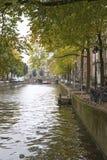 阿姆斯特丹,荷兰,运河10月2016年,在Amstel河的,垂直 免版税库存照片