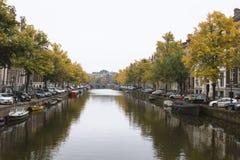 阿姆斯特丹,荷兰,运河10月2016年,在Amstel河的 免版税库存图片