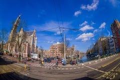 阿姆斯特丹,荷兰, 2018年3月, 10 :优秀大学毕业生广场购物中心门面室外看法在阿姆斯特丹的心脏 免版税图库摄影