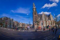 阿姆斯特丹,荷兰, 2018年3月, 10 :优秀大学毕业生广场购物中心门面室外看法在阿姆斯特丹的心脏 库存图片