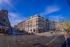 阿姆斯特丹,荷兰, 2018年3月, 10 :未认出的人美丽的景色街道的在优秀大学毕业生广场外面 库存图片