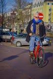 阿姆斯特丹,荷兰, 2018年3月, 10 :未认出的人骑马在历史部分骑自行车在阿姆斯特丹 免版税库存图片