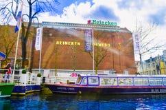 阿姆斯特丹,荷兰, 2018年4月, 23 :Heineke啤酒厂大厦,海涅肯经验博物馆室外看法  库存图片