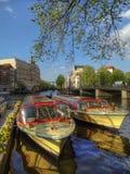 阿姆斯特丹,荷兰, 2013年5月9日,阿姆斯特丹的运河运输 库存图片