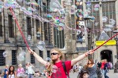 阿姆斯特丹,荷兰, - 2015年7月17日:街道艺术家 免版税库存照片