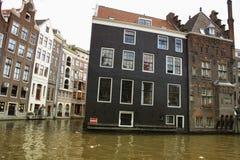 阿姆斯特丹,荷兰-传统房子和运河在城市 图库摄影