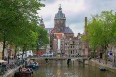 阿姆斯特丹,荷兰- 2017年6月25日:圣尼古拉斯市的主要天主教会大教堂的看法  免版税库存图片