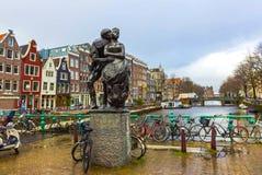 阿姆斯特丹,荷兰- 2017年12月14日:对赫布兰德Adriaenszoon Bredero的纪念碑 免版税库存图片