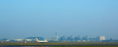 阿姆斯特丹,荷兰- 2016年3月11日:阿姆斯特丹史基浦机场在荷兰 AMS是主要的荷兰的 库存照片