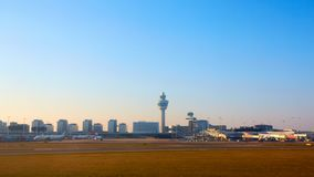 阿姆斯特丹,荷兰- 2016年3月11日:阿姆斯特丹史基浦机场在荷兰 AMS是主要的荷兰的 库存图片