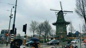 阿姆斯特丹,荷兰- 2017年12月29日 传统风车在城市 免版税库存图片
