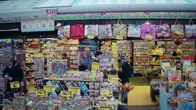 阿姆斯特丹,荷兰- 2017年12月26日 花和礼品店 免版税库存图片