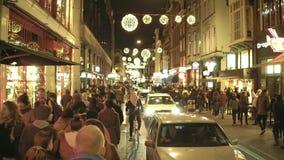 阿姆斯特丹,荷兰- 2017年12月28日 Crowded在晚上装饰了街道和公路交通果酱 免版税图库摄影