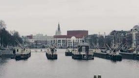 阿姆斯特丹,荷兰- 2017年12月26日 Nationale歌剧en在Amstel河堤防的芭蕾大厦 免版税库存照片