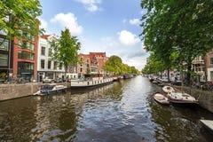 阿姆斯特丹,荷兰2014年9月, 07 :与房子的城市视图 库存照片