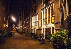 阿姆斯特丹,荷兰- 2016年1月22日:阿姆斯特丹城市街道在晚上 城市全视图环境美化2016年1月22日 图库摄影