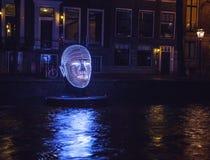 阿姆斯特丹,荷兰- 2015年12月19日:阿姆斯特丹夜运河的轻的设施在轻的节日内的12月19日, 免版税库存照片
