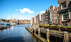 阿姆斯特丹,荷兰- 2016年8月15日:阿姆斯特丹市中心特写镜头著名大厦  库存照片