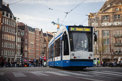 阿姆斯特丹,荷兰- 5月13 :调整赛跑在步行者中的市中心 库存图片