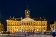 阿姆斯特丹,水坝正方形在夜之前 免版税图库摄影