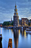 阿姆斯特丹, montelbaanstoren晚上 图库摄影
