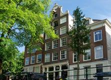 阿姆斯特丹-典型的荷兰建筑学 免版税库存照片
