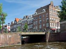 阿姆斯特丹-典型的荷兰建筑学 库存照片