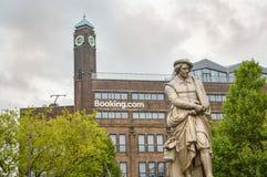阿姆斯特丹- 2015年9月17日:在bo前面的Rembrant纪念碑 库存图片
