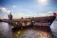 阿姆斯特丹- 8月15 :在NDSM-werf的老潜水艇-由城市主办的艺术社区叫Kinetisch Noord 免版税库存图片