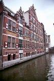 阿姆斯特丹;荷兰- 8月18;2015年:在Oudezijds的看法 库存照片