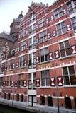 阿姆斯特丹;荷兰- 8月18;2015年:在Oudezijds的看法 免版税库存图片