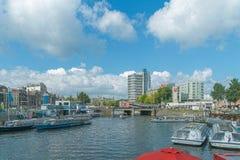 阿姆斯特丹/荷兰- 9/12/14 -阿姆斯特丹运河视图和ibi 免版税库存照片