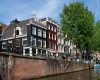 阿姆斯特丹-运河和典型的荷兰房子 免版税库存照片