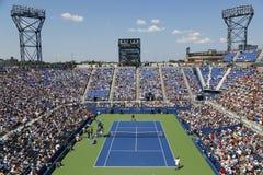 阿姆斯特朗体育场的鸟瞰图在美国公开赛2014首先回合比赛期间的在安迪・穆雷和罗宾・哈塞之间 免版税库存照片