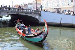 阿威罗,葡萄牙- 2018年6月15日:在运河的小船 免版税库存照片
