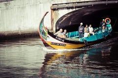 阿威罗,葡萄牙- 2015年5月22日, :传统小船在阿威罗 免版税库存图片