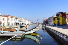 阿威罗/葡萄牙2017年8月13日 五颜六色的cobblesto街道  免版税库存图片
