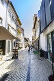 阿威罗/葡萄牙2017年8月13日 扔石头的鹅卵石街道cal 图库摄影