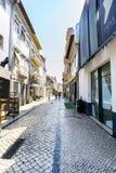 阿威罗/葡萄牙2017年8月13日 扔石头的鹅卵石街道cal 库存照片