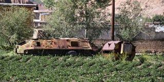 阿富汗在Bamyan市放弃了装甲车 库存照片