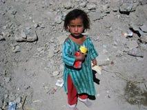 阿富汗女孩贫寒 库存图片