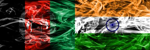 阿富汗对印度肩并肩被安置的烟旗子 阿富汗尼和印度的浓厚色的柔滑的烟旗子 向量例证