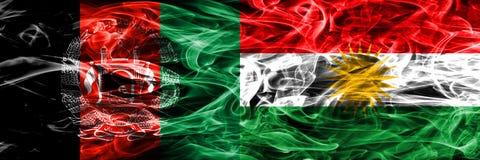 阿富汗对库尔德斯坦拷贝肩并肩被安置的烟旗子 T 库存例证