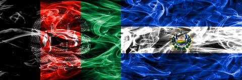 阿富汗对萨尔瓦多肩并肩被安置的烟旗子 Thic 皇族释放例证