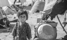 阿富汗西北部的难民营孩子在中间战斗的季节 库存图片