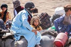 阿富汗西北部的难民营孩子在中间战斗的季节 免版税库存图片