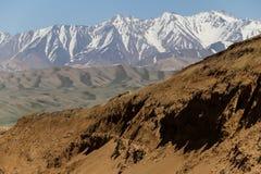 阿富汗遥远的山在近带Amir湖区域对Bamyan在2018年的夏天 免版税图库摄影